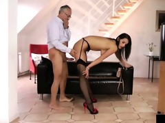 youthful euro doxy acquires pussydrilled by an