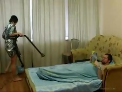 young daughter cleaning the room acquires fucked